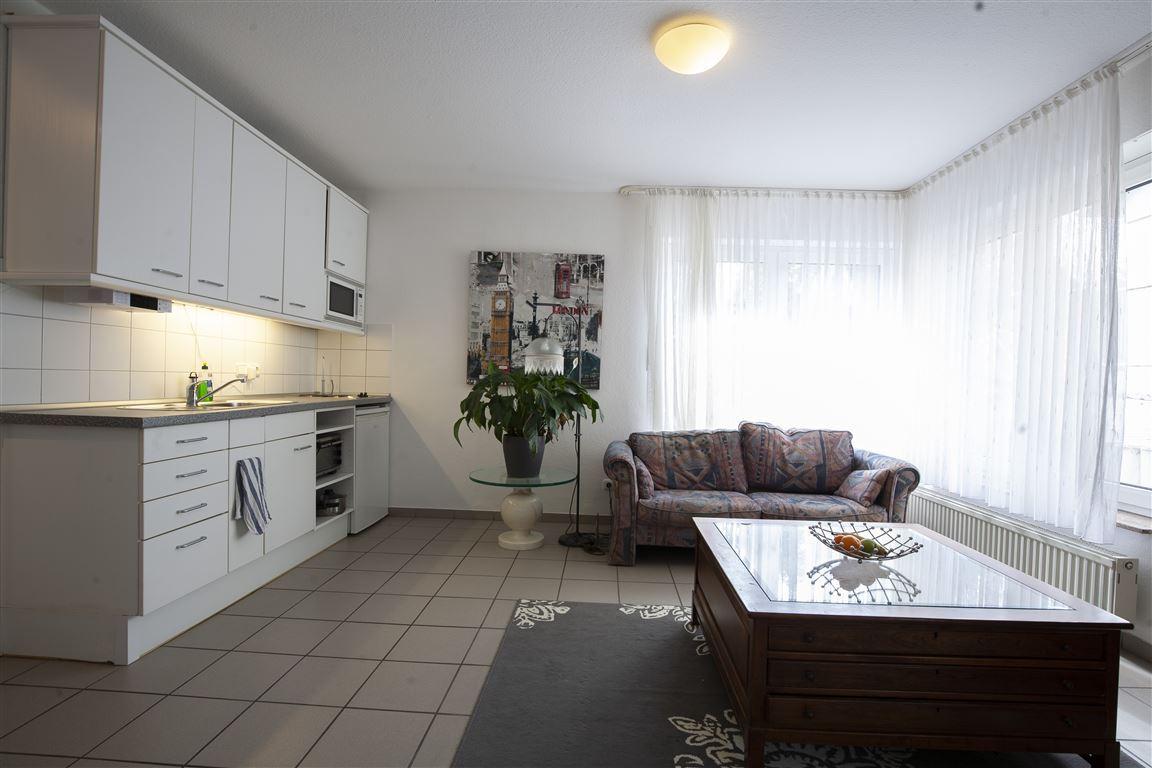 Küche und Sofa